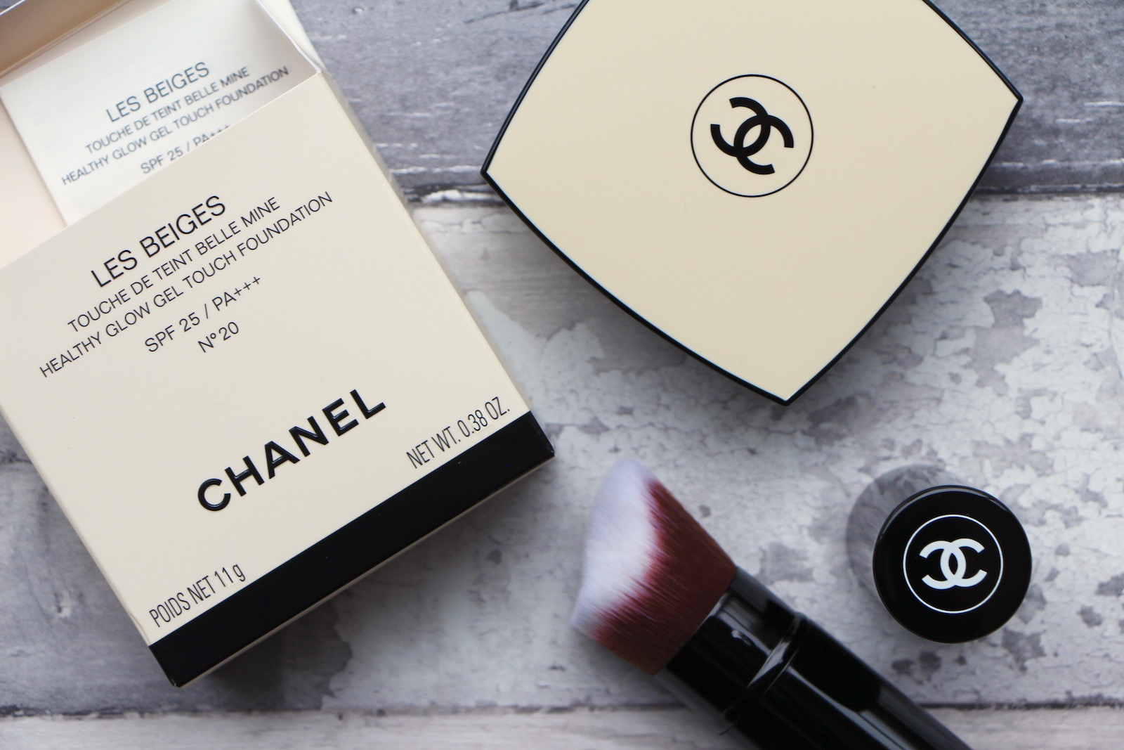 Les Beiges Healthy Glow Gel Touch Foundation  SPF 25 by Chanel #22